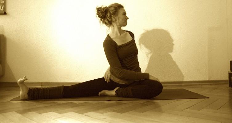 Drehsitz Yoga Asana