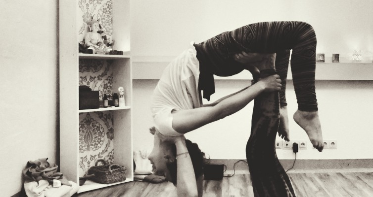 Acro Yoga Thai massage